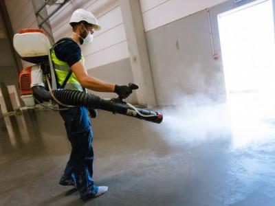 Нанесение кюринга на бетонные полы с упрочнителем
